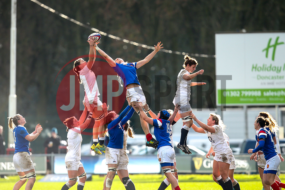 England Women and France Women contest a line out - Mandatory by-line: Robbie Stephenson/JMP - 10/02/2019 - RUGBY - Castle Park - Doncaster, England - England Women v France Women - Women's Six Nations