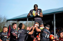 Maro Itoje of Saracens wins the ball at a lineout - Photo mandatory by-line: Patrick Khachfe/JMP - Mobile: 07966 386802 11/04/2015 - SPORT - RUGBY UNION - London - Allianz Park - Saracens v Leicester Tigers - Aviva Premiership