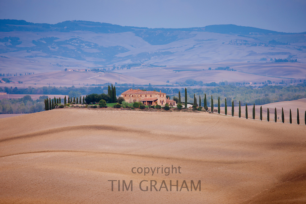 Typical Tuscan farmhouse and landscape in Val D'Orcia, Tuscany, Italy RESERVED USE - NOT FOR DOWNLOAD - FOR USE CONTACT TIM GRAHAM