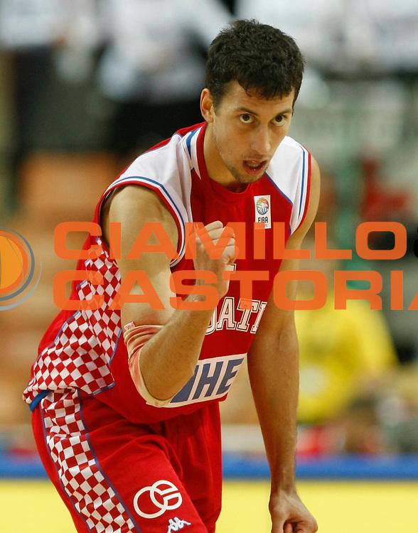 DESCRIZIONE : Katowice Poland Polonia Eurobasket Men 2009 Quarter Final Slovenia Croazia Slovenia Croatia<br /> GIOCATORE : Roko Leni Ukic<br /> SQUADRA : Croatia Croazia<br /> EVENTO : Eurobasket Men 2009<br /> GARA : Slovenia Croazia Slovenia Croatia<br /> DATA : 18/09/2009 <br /> CATEGORIA : ritratto esultanza<br /> SPORT : Pallacanestro <br /> AUTORE : Agenzia Ciamillo-Castoria/M.Metlas<br /> Galleria : Eurobasket Men 2009 <br /> Fotonotizia : Katowice Poland Polonia Eurobasket Men 2009 Quarter Final Slovenia Croazia Slovenia Croatia<br /> Predefinita :