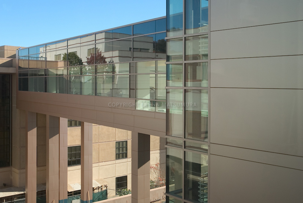 Stanford Cancer Center exterior