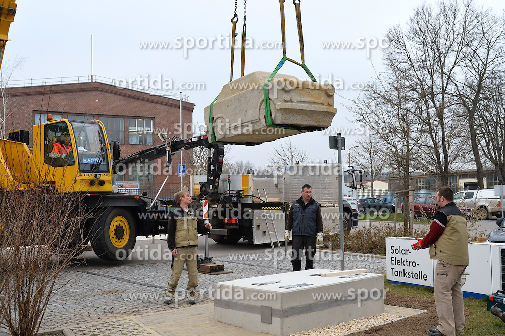 08.04.2015, August Horch Museum, Zwickau, GER, Trabant Denkmal, im Bild Aufstellung Trabant-Denkmal am August-Horch-Museum Zwickau --- 08.04.2015 // Installation of the Trabant monument at the August Horch Museum in Zwickau, Germany on 2015/04/08. EXPA Pictures &copy; 2015, PhotoCredit: EXPA/ Eibner-Pressefoto/ Harzer<br /> <br /> *****ATTENTION - OUT of GER*****
