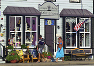 Tourists walk along the shopping district after spending time on the beach, Sunday, August 11, 2002, in Cape May, New Jersey. (Photo by William Thomas Cain/photodx.com)