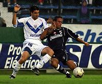 Fotball<br />Argentina<br />08/11/03 QUILMES (0 ) Vs. VELEZ SARSFIELD (1 ). Football - Bs. As. - Argentina. Fourteenth match of the Torneo Apertura 2003.<br />PELLEGRINO (VELEZ) and A. LOPEZ (QUILMES)<br />Foto: Digitalsport