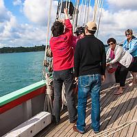 Aboard La Nébuleuse - To hoist mainsail