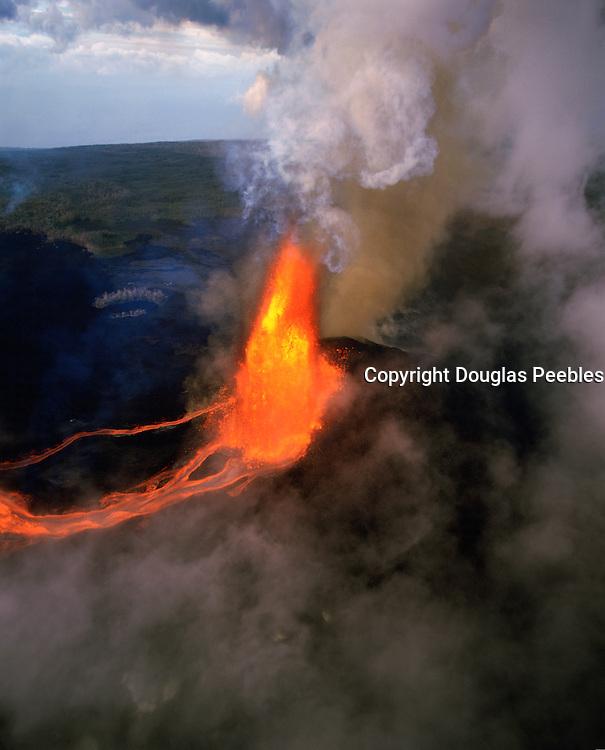 Pu'u O'O vent, Kilauea Volcano, Hawaii Volcanoes National Park, Island of Hawaii, Hawaii, USA<br />