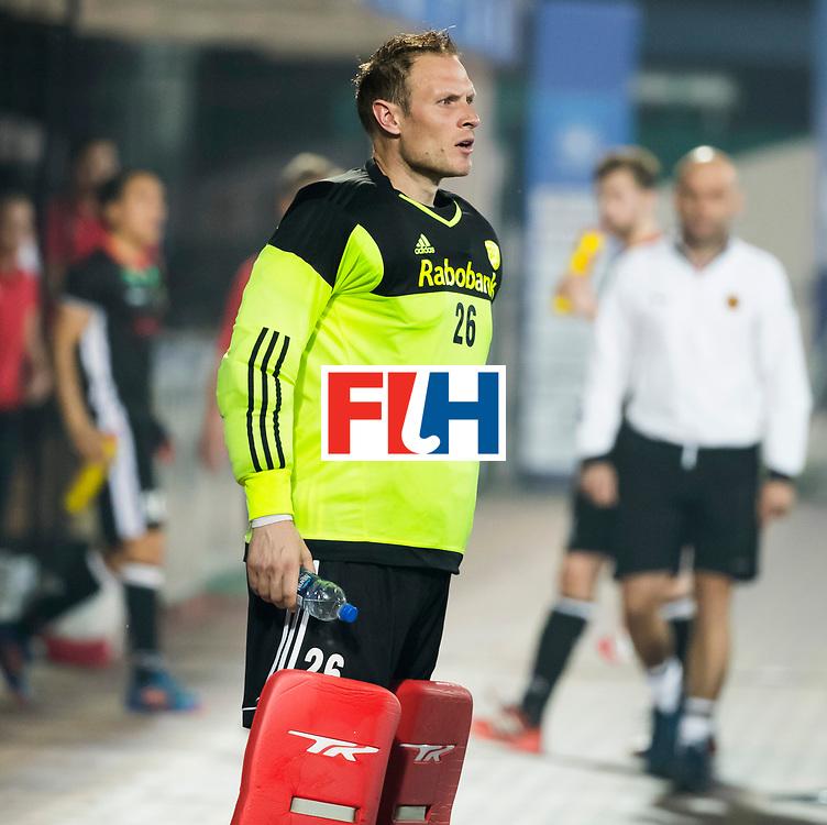 BHUBANESWAR -  keeper Pirmin Blaak (Ned)  tijdens de Hockey World League Finals , de kwartfinale wedstrijd Duitsland-Nederland (3-3).Duitsland wint na shoot-outs.   COPYRIGHT KOEN SUYK
