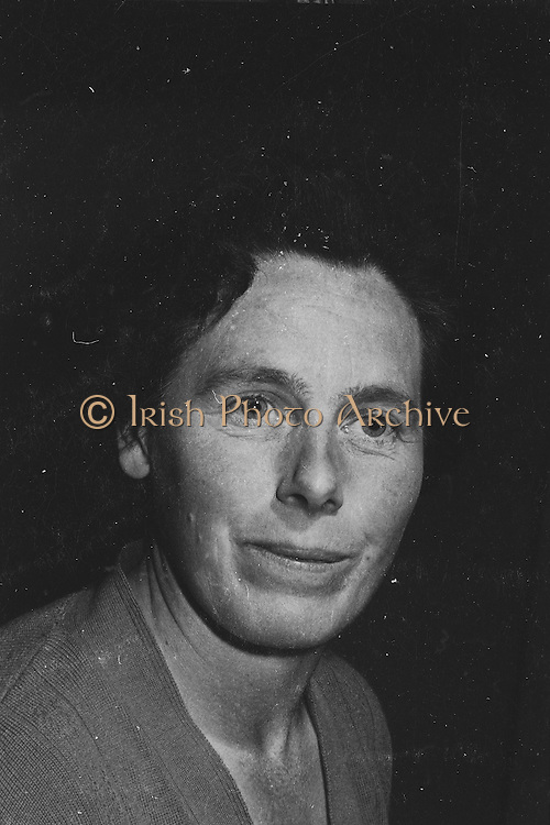 """Gael Linn.Pictured at the rehearsals is an actress who is taking part in the Gael Linn production Seán Ó Riada's """"Spailpin a Ruin"""" premiere at Damer Theatre, Stephen's Green as part of the International Theatre Festival.. 08.09.1960"""