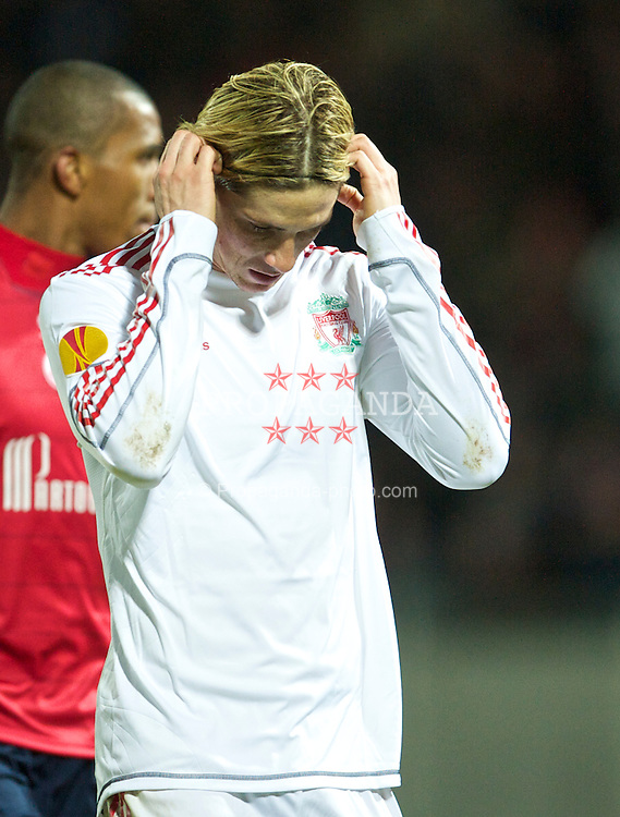 LILLE, FRANCE - Thursday, March 11, 2010: Liverpool's Fernando Torres looks dejected as his side lose 1-0 to LOSC Lille Metropole during the UEFA Europa League Round of 16 1st Leg match at the Stadium Lille-Metropole. (Photo by David Rawcliffe/Propaganda)