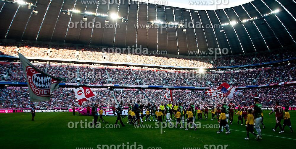11.09.2010, Allianz Arena, München, GER, 1. FBL, FC Bayern München vs Werder Bremen, im Bild einlauf der Mannschaften in der Münchener Allianz Arena, EXPA Pictures © 2010, PhotoCredit: EXPA/ J. Feichter / SPORTIDA PHOTO AGENCY