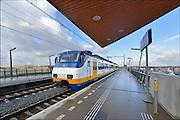 Nederland, Nijmegen, 4-2-2015 Een trein, sprinter van de ns,  rijdt langs het station Lent op het traject naar Arnhem. Foto: Flip Franssen/Hollandse Hoogte