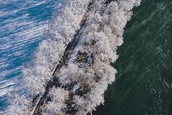 THEMENBILD - gefrorene Bäume und das Wasser der Salzach, aufgenommen am 22. Januar 2020 in Kaprun, Österreich // frozen trees and the water of the Salzach River, Kaprun, Austria on 2020/01/22. EXPA Pictures © 2020, PhotoCredit: EXPA/ JFK