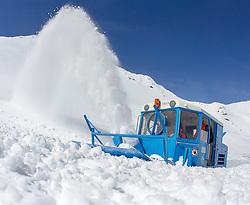 29.04.2015, Hochtor, Fusch an der Glocknstrasse, AUT, Schneeraeumung auf der Grossglockner Hochalpenstrasse, im Bild eine Wallack Rotations Schneefräse beim Schneeräumen // a snow plough during the yearly snow removal of the Grossglockner High Alpine Road at the Hochtor, Fusch, Austria on 2015/04/29. EXPA Pictures © 2015, PhotoCredit: EXPA/ JFK