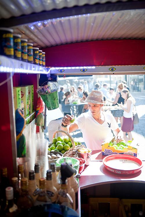 Bruxelles, Belgique 30 Septembre 2011<br /> Camionnette du restaurante Do&ntilde;a Flor - Mojito Bar<br /> Le barman s'appelle Brahim<br /> Place Sainte-Catherine - Bruxelles<br /> www.donaflor.be<br /> Photo: Ezequiel Scagnetti