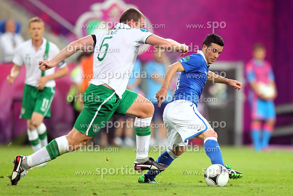 18.06.2012, Staedtisches Stadion, Posen, POL, UEFA EURO 2012, Italien vs Irland, Gruppe C, im Bild RICHARD DUNNE (L), ANTONIO DI NATALE (P) // during the UEFA Euro 2012 Group C Match between Italy and Ireland at the Municipal Stadium Poznan, Poland on 2012/06/18. EXPA Pictures © 2012, PhotoCredit: EXPA/ Newspix/ Lukasz Grochala..***** ATTENTION - for AUT, SLO, CRO, SRB, SUI and SWE only *****