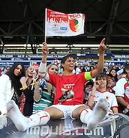 2. Fussball Bundesliga:  Saison  2010/2011    33. Spieltag  FC Augsburg - FSV Frankfurt     08.05.2011 AUGSBURG JUBEL NACH DEM AUFSTIEG IN DIE ERSTE 1. BL JUBEL nach dem SIEG Moritz Leitner (FC Augsburg) und seiner Freundin