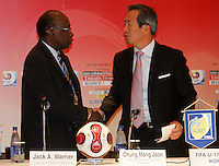 Fussball International U 17 WM Korea  Pressekonferenz Organisationskomitee Jack A. Warner, Chairman of the FIFA U17 Worldcup (l.) und Chung Mong Joon, FIFA Vice Praesident .