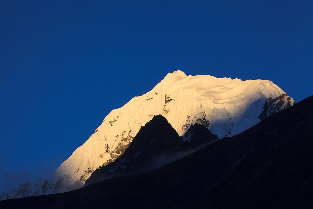 Cholatse Peak. Sagarmatha National Park. Solukhumbu District. Nepal.