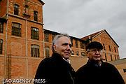 Serge Klarsfeld (à droite) et Alain Chouraqui, président du comité de pilotage du mémorial des Milles.