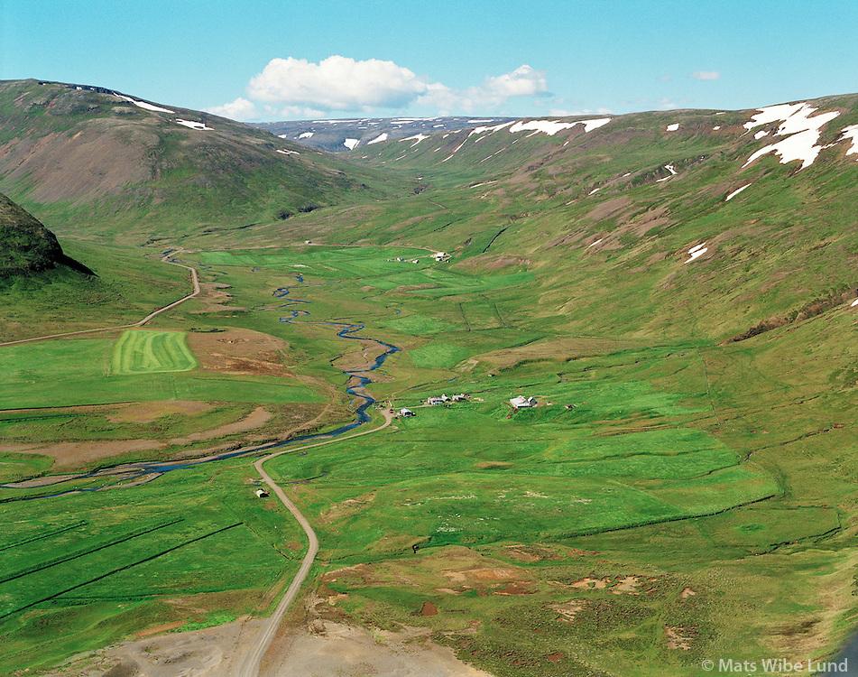 Ljúfustaðir og Steinadalur í bakgrunni, Fellshreppur. / Farm Ljufustadir and Steinadalur in background in Fellshreppur.
