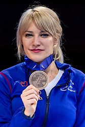 13-01-2019 NED: ISU European Short Track Championships 2019 day 3, Dordrecht<br /> Elise Christie of Great Britain pose in the Ladies overall classification medal ceremony during the ISU European Short Track Speed Skating Championships