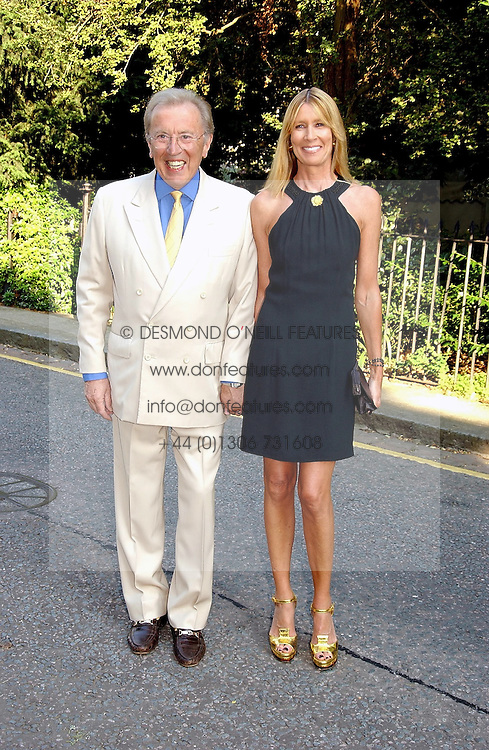 SIR DAVID & LADY CARINA FROST at Sir David & Lady Carina Frost's annual summer party held in Carlyle Square, London on 6th July 2004.