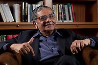 31 MAY 2010, BERLIN/GERMANY:<br /> Jagdish Natwarlal Bhagwati, indischer Oekonom und Professor fuer Politik und Wirtschaft an der Columbia University, waehrend einem Interview, Bibiothek der American Academy<br /> IMAGE: 20100531-02-013<br /> KEYWORDS: Jagdish Bhagwati, Ökonom
