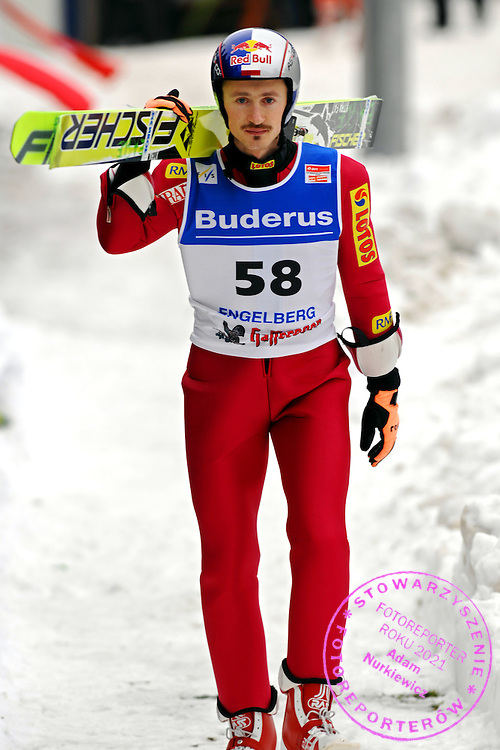 GEPA-1712065637 - ENGELBERG,SCHWEIZ,17.DEZ.06 - SKI NORDISCH, SKISPRINGEN - FIS Weltcup, Skispringen. Bild zeigt Adam Malysz (POL). Foto: GEPA pictures/ Oliver Lerch.FOT. GEPA / WROFOTO.*** POLAND ONLY !!! ***