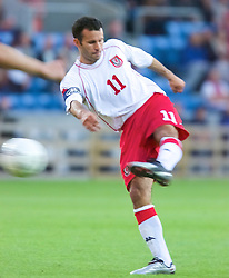 OSLO, NORWAY - Wednesday, September 5, 2001: Wales' captain Ryan Giggs during the FIFA World Cup 2002 Qualifying Group 5 match against Norway at the Ullevaal Stadion. (Pic by David Rawcliffe/Propaganda)