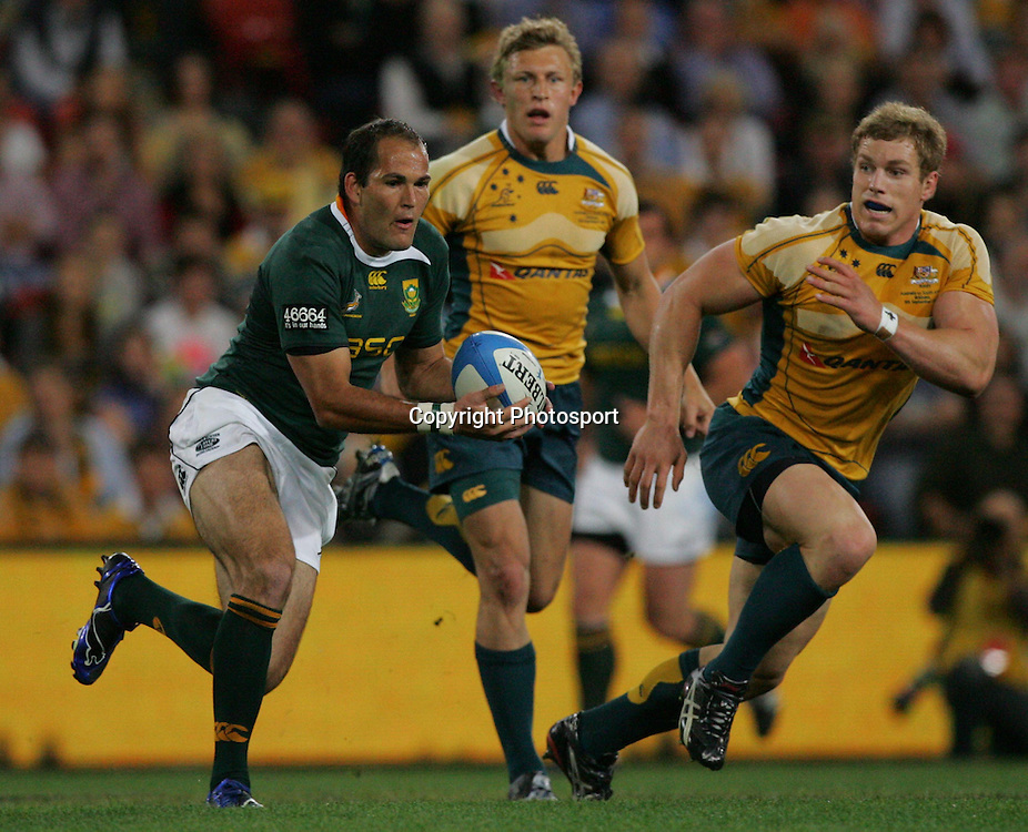 Pierre Spies gets into clear space during the 2009 Tri-Nations test match between Australia and South Africa held at Suncorp Stadium, Brisbane, Australia, on Saturday 5 September 2009. Photo: Patrick Hamilton/PHOTOSPORT
