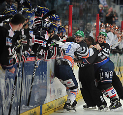 01.10.2010, SAP-Arena, Mannheim, GER, DEL, Adler Mannheim vs Iserlohn Roosters, im Bild Robinson Nathan (Adler #9) und King Scott (Adler #11) keilen sich auf der Eisflaeche, EXPA Pictures © 2010, PhotoCredit: EXPA/ nph/  Roth+++++ ATTENTION - OUT OF GER +++++