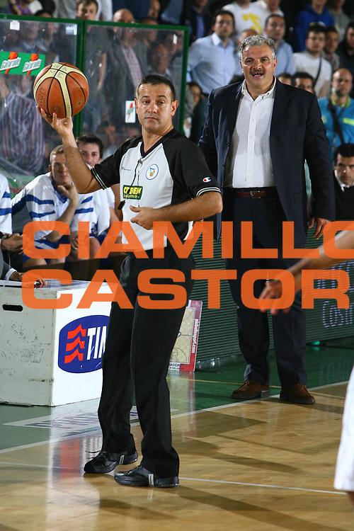 DESCRIZIONE : Avellino Lega A1 2007-08 Playoff Quarti Di Finale Gara 3 Air Avellino Pierrel Capo Orlando <br /> GIOCATORE : Romeo Sacchetti Arbitro <br /> SQUADRA : Pierrel Capo Orlando <br /> EVENTO : Campionato Lega A1 2007-2008 <br /> GARA : Air Avellino Pierrel Capo Orlando <br /> DATA : 15/05/2008 <br /> CATEGORIA : Delusione <br /> SPORT : Pallacanestro <br /> AUTORE : Agenzia Ciamillo-Castoria/G.Ciamillo