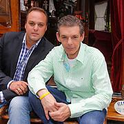 NLD/Hilversum/20120814 - Presentatie Frans Bauer programma Zigeunernacht, Frans Bauer en broer Doris