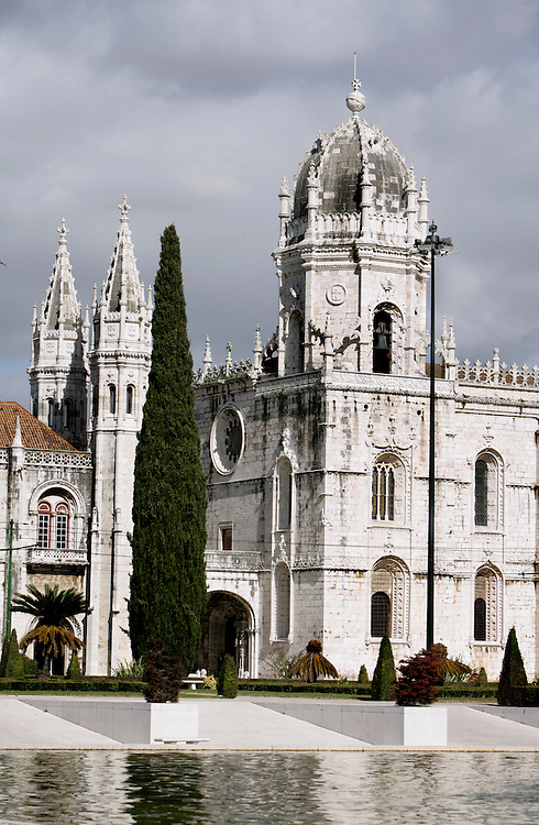 """The Hyeronimous Monastery (Mosteiro dos Jeronimos) is a UNESCO world heritage site. Its late-gothic style, know as """"manuelino"""" depicts nautical motives and is one of the main landmarks of the town."""