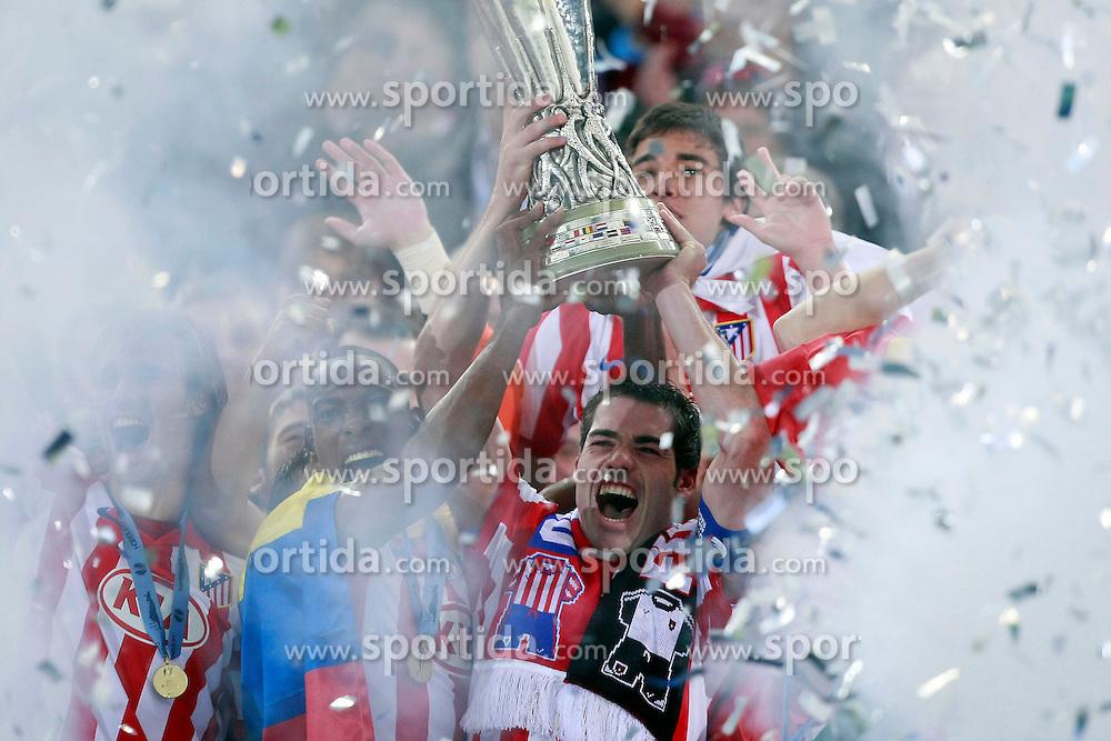FUSSBALL: Europa League, Finale, Club Atletico de Madrid  - FC Fulham, Hamburg, 12.05.2010<br /> Siegerehrung, Antonio Lopez von Atletico Madrid mit Pokal, Jubel<br /> &Atilde;'&Acirc;&copy; pixathlon