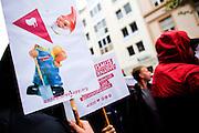 Frankfurt am Main | 26 Apr 2014<br /> <br /> Am Samstag (26.04.2014) veranstalten Aktivisten der rechtspopulistischen AfD (Alternative f&uuml;r Deutschland) auf der Leipziger Stra&szlig;e in Frankfurt-Bockenheim einen Infostand, sie versuchen, Infomaterial und Flugbl&auml;tter an Passanten zu verteilen, um f&uuml;r die Partei im laufenden Europawahlkampf zu werben.<br /> Die AfD-Wahlk&auml;mpfer werden durchgehend von etwa 50 linksradikalen Aktivisten gest&ouml;rt und behindert.<br /> hier: Die linken Gegendemonstranten haben Plakate mit Gartenzwergen mitgebracht. <br /> <br /> &copy;peter-juelich.com<br /> <br /> [No Model Release | No Property Release]