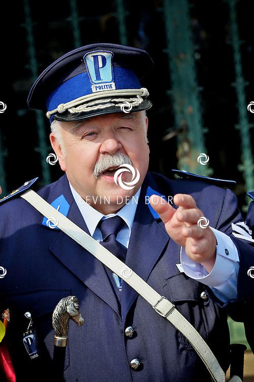 RADIO KOOTWIJK - Op de filmset van de nieuwe film Mega Mindy en de Snoepbaron. Met op de foto acteur Anton Cogen als Commissaris Kamiel Migrain. FOTO LEVIN DEN BOER - PERSFOTO.NU