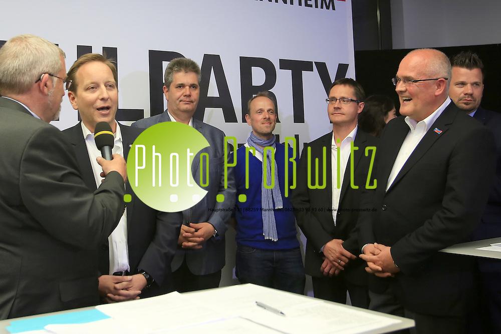 Mannheim. 25.05.14 Abendakademie. Foyer. Wahlparty zur Kommunalwahl 2014.<br /> - v.l. Bert Siegelmann, Holger Schmid (ML), Carsten S&uuml;dmersen (CDU), Dirk Grunert (Gr&uuml;ne) Ralf Eisenhauer (SPD) und Eberhard Will (AfD)<br /> Bild: Markus Pro&szlig;witz 25MAY14 / masterpress