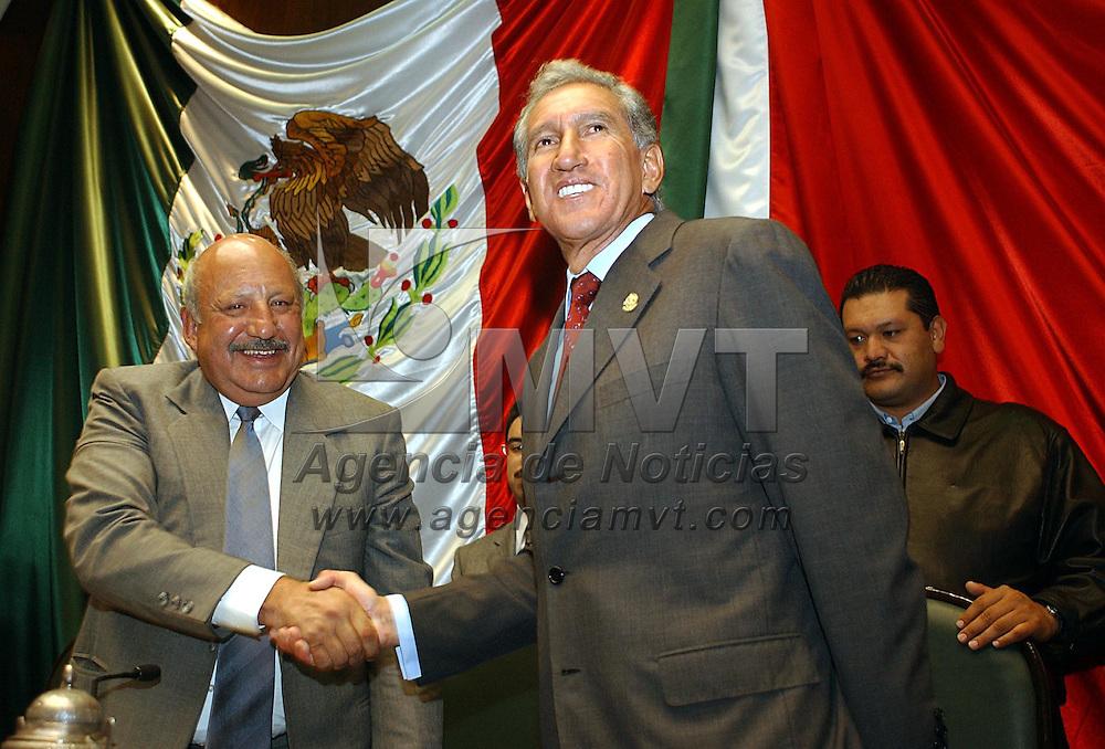 Toluca, M&eacute;x.- El gobernador Arturo Montiel Rojas durante el informe de actividades del titular de la Comision de Derechos Humanos en el Estado ante el Pleno Legislativo. Agencia MVT / Marco A. Castro. (DIGITAL)<br /><br />NO ARCHIVAR - NO ARCHIVE