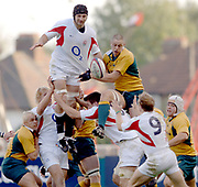 2005 Rugby, Investec Challenge, England vs Australia, Steve Borthwick , winning the line out ball. RFU Twickenham, ENGLAND:     12.11.2005   © Peter Spurrier/Intersport Images - email images@intersport-images..