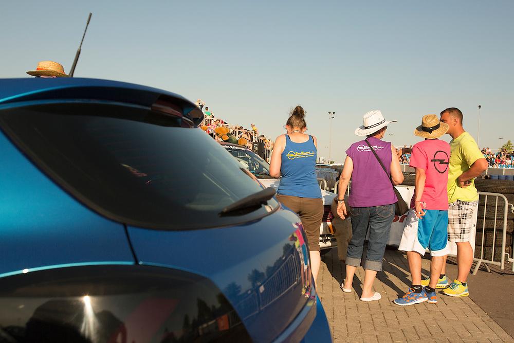05.06.2015, Opel-Treffen Oschersleben, Sachsen-Anhalt.<br />Manche Opel kann man gar nicht mehr als solche erkennen, deren Fans allerdings schon.<br /><br />©Harald Krieg/Agentur Focus