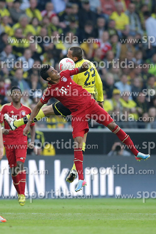 04.05.2013, Signal Iduna Park, Dortmund, GER, 1. FBL, Borussia Dortmund vs FC Bayern Muenchen, 32. Runde, im Bild Duell Julian SCHIEBER (Borussia Dortmund - BVB - 23) - Luiz GUSTAVO (FC Bayern Muenchen - 30) // during the German Bundesliga 32th round match between Borussia Dortmund and FC Bayern Munich at the Signal Iduna Park, Dortmund, Germany on 2013/05/04. EXPA Pictures © 2013, PhotoCredit: EXPA/ Eibner/ Gerry Schmit..***** ATTENTION - OUT OF GER *****
