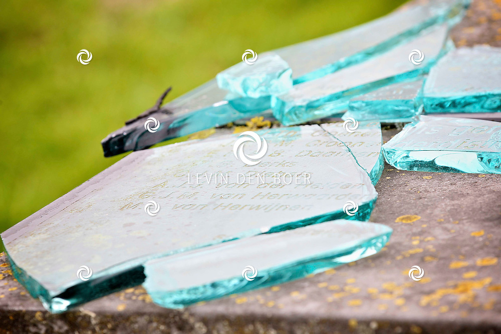 ZUILICHEM - Gemaal HC De Jongh Capreton is een monument minder rijk. Vandalen hebben het monument aan de Capreton weg compleet gesloopt. FOTO LEVIN DEN BOER - PERSFOTO.NU