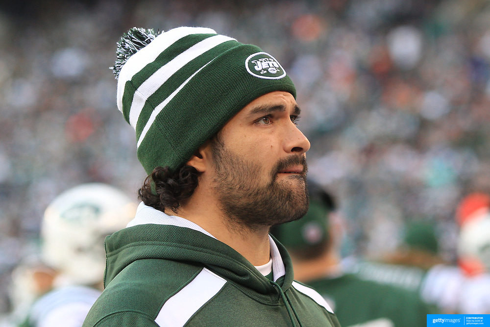 Injured New York Jets quarterback Mark Sanchez on the sidelines with the Jets team during the New York Jets Vs Miami Dolphins  NFL American Football game at MetLife Stadium, East Rutherford, NJ, USA. 1st December 2013. Photo Tim Clayton