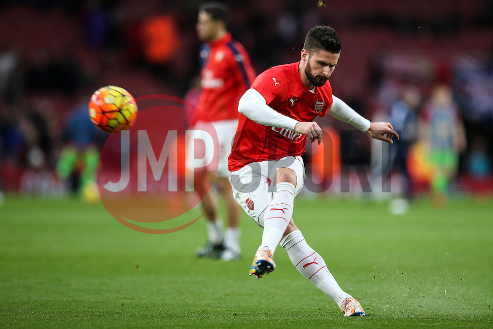 Olivier Giroud of Arsenal warms up prior to the mach with Sunderland - Mandatory byline: Jason Brown/JMP - 07966386802 - 05/12/2015 - FOOTBALL - Emirates Stadium - London, England - Arsenal v Sunderland - Barclays Premier League