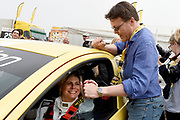 De Jumbo Racedagen, driven by Max Verstappen op Circuit Zandvoort. / The Jumbo Race Days, driven by Max Verstappen at Circuit Zandvoort.<br /> <br /> Op de foto / On the photo: Prins  Constantijn wenst Prinses Laurentien geluk voor de start van de ladies GT race  /  Prince Constantijn congratulates Princess Laurentien for the start of the ladies GT race