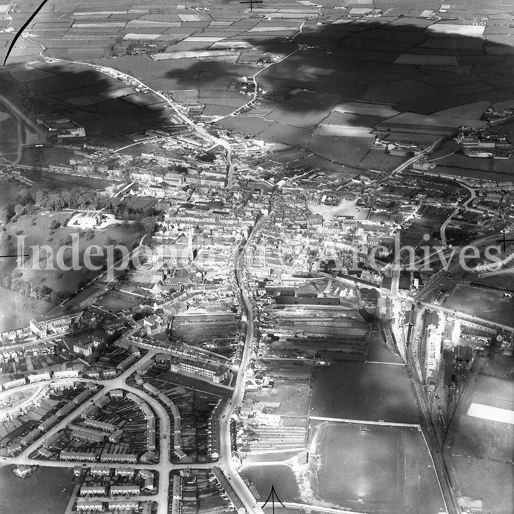 A425 Tralee.   14/09/51 (Part of the Independent Newspapers Ireland/NLI collection.)<br /> <br /> <br /> These aerial views of Ireland from the Morgan Collection were taken during the mid-1950's, comprising medium and low altitude black-and-white birds-eye views of places and events, many of which were commissioned by clients. From 1951 to 1958 a different aerial picture was published each Friday in the Irish Independent in a series called, 'Views from the Air'.