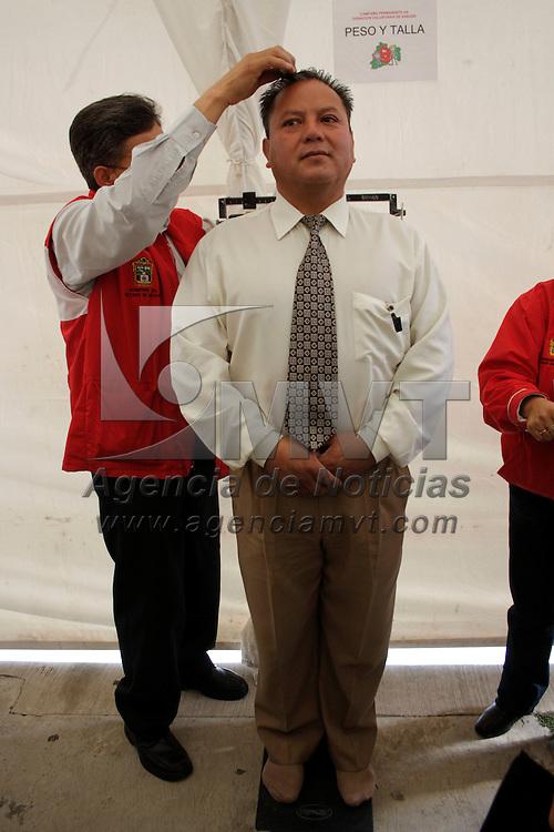 Toluca, México.- Trabajadores del sector salud participaron en la campaña de donación voluntaria de sangre del ISEM; el Estado de México en los últimos tres años ha logrado aumentar el porcentaje de captación de sangre de donadores voluntarios. Agencia MVT / Arturo Hernández S.