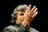 L'alpinista Reinhold Mesner a Trento al teatro sociale 15 Dicembre 2010 © foto Daniele Mosna