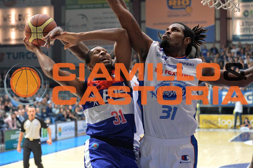 DESCRIZIONE : Cant&ugrave; Lega A 2014-15 Acqua Vitasnella Cant&ugrave; vs Enel Brindisi<br /> GIOCATORE : Turner Elston<br /> CATEGORIA : Tiro<br /> SQUADRA :Enel Brindisi<br /> EVENTO : Campionato Lega A 2014-2015 GARA : Acqua Vitasnella Cant&ugrave; vs Enel Brindisi<br /> DATA : 29/11/2014 <br /> SPORT : Pallacanestro <br /> AUTORE : Agenzia Ciamillo-Castoria/I.Mancini<br /> Galleria : Lega Basket A 2014-2015 <br /> Fotonotizia : Cant&ugrave;<br /> Lega A 2014-15 Acqua Vitasnella Cant&ugrave; vs Enel Brindisi<br /> Predefinita :